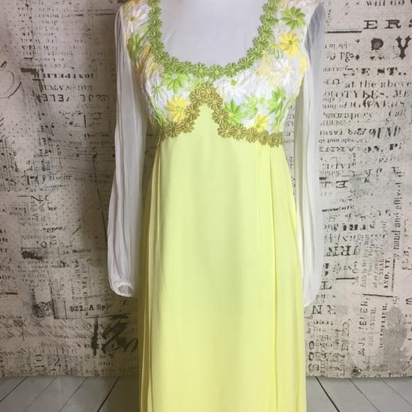 01b4d9a501dd Beautiful Vintage 70's Daisy gown prom dress Small.  M_5bbc26b2d6dc52d8eb1fa7e2